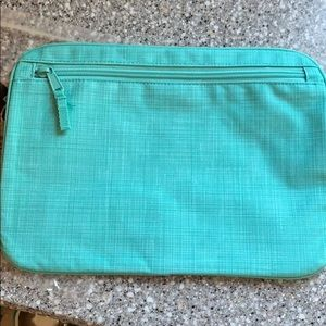 Thirty - One Pocket A Tote